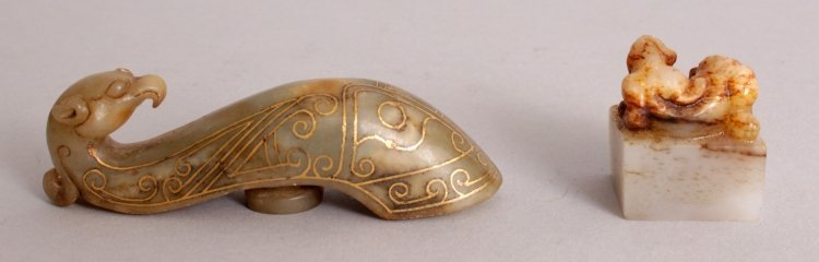 A CHINESE HAN STYLE GILT INLAID JADE BELT HOOK, the - 3