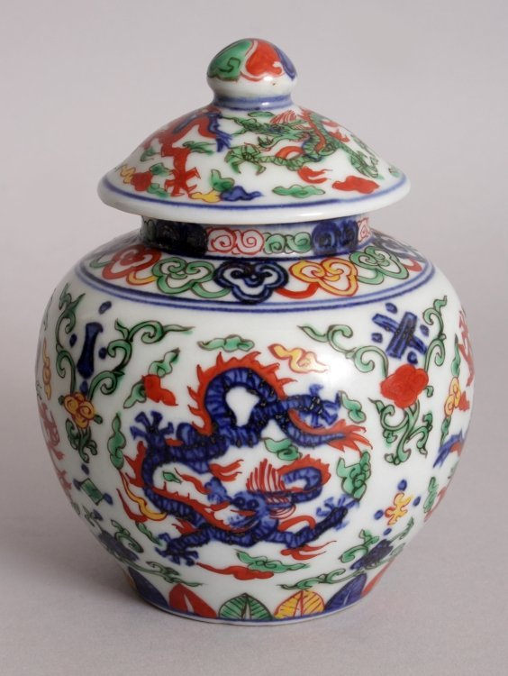 A CHINESE WUCAI PORCELAIN DRAGON JAR & COVER, the base