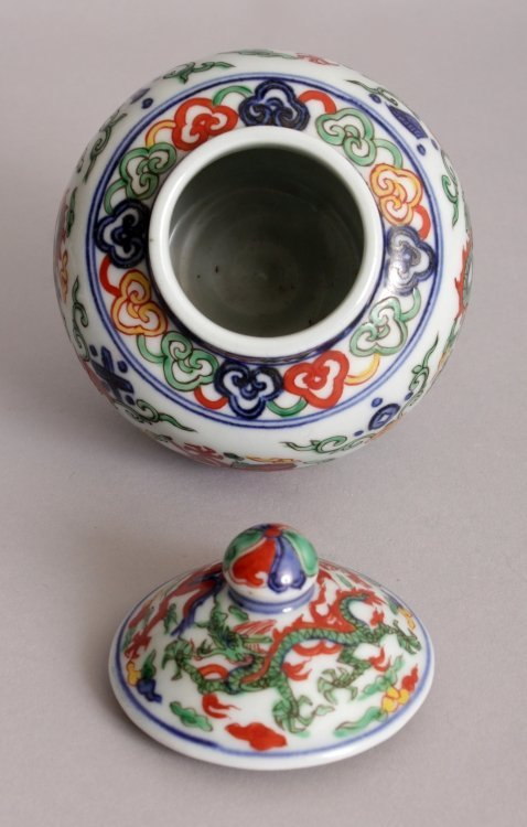 A CHINESE WUCAI PORCELAIN DRAGON JAR & COVER, the base - 5