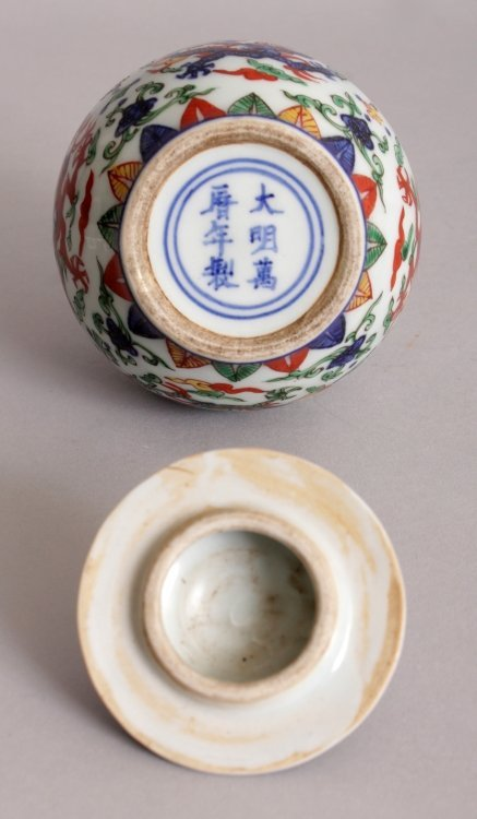 A CHINESE WUCAI PORCELAIN DRAGON JAR & COVER, the base - 6