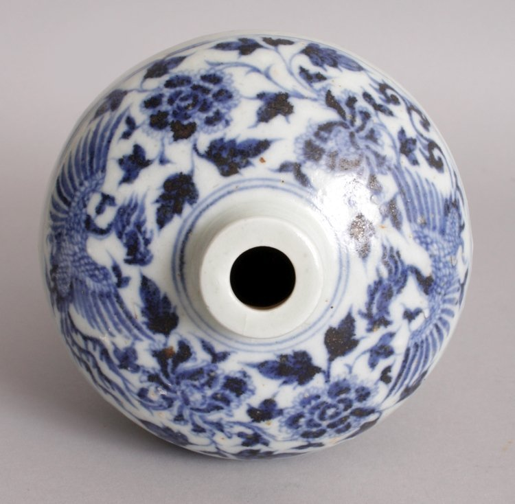 A CHINESE YUAN/MING STYLE BLUE & WHITE PORCELAIN - 5