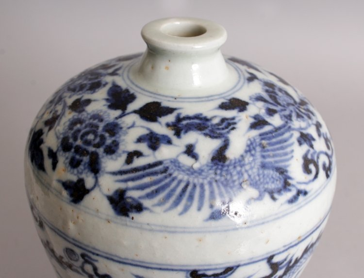 A CHINESE YUAN/MING STYLE BLUE & WHITE PORCELAIN - 8