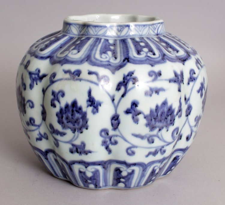 A CHINESE MING STYLE BLUE & WHITE LOBED PORCELAIN VASE, - 2