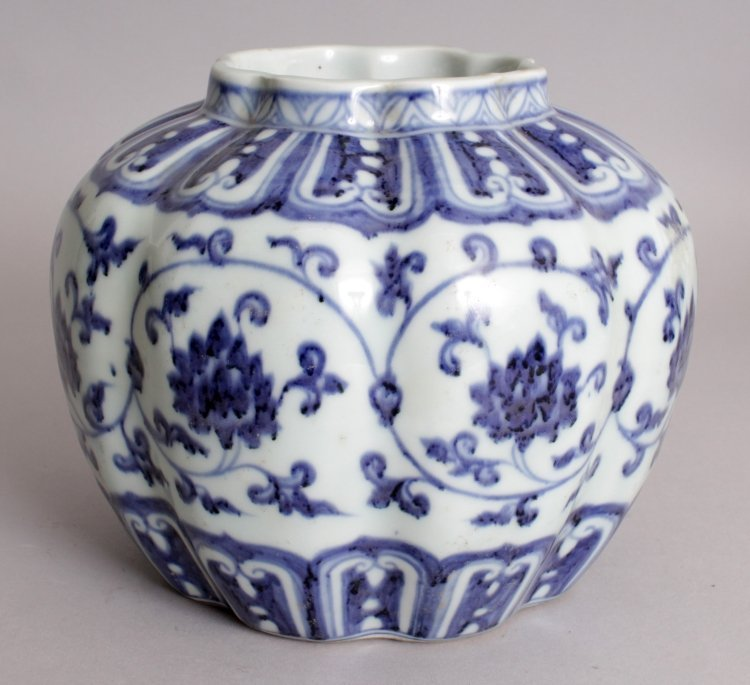 A CHINESE MING STYLE BLUE & WHITE LOBED PORCELAIN VASE, - 3