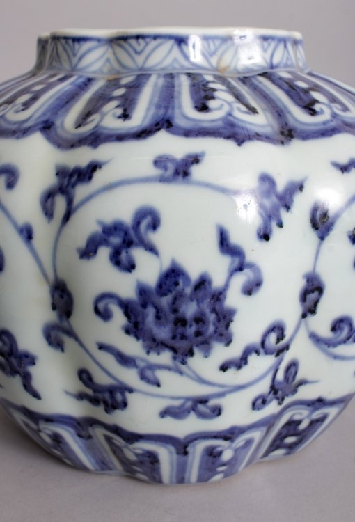 A CHINESE MING STYLE BLUE & WHITE LOBED PORCELAIN VASE, - 7