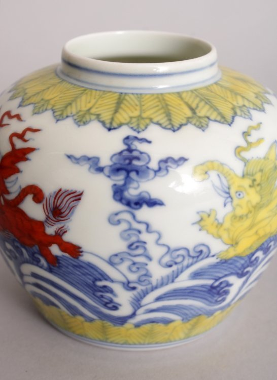 A CHINESE MING STYLE DOUCAI PORCELAIN HEAVEN JAR & - 8