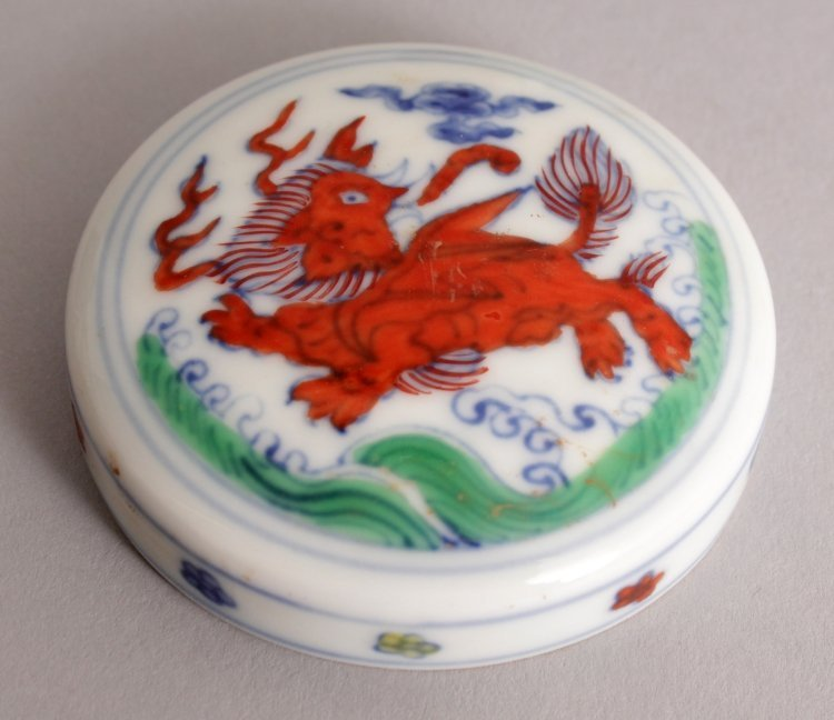 A CHINESE MING STYLE DOUCAI PORCELAIN HEAVEN JAR & - 9