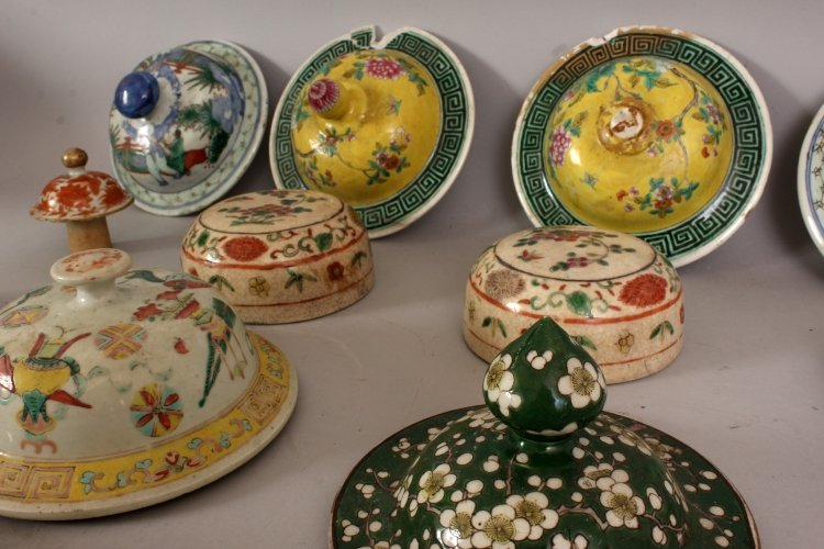 A COLLECTION OF SIXTEEN 19TH CENTURY CHINESE PORCELAIN - 3