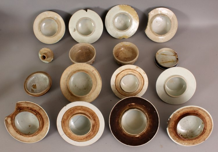 A COLLECTION OF SIXTEEN 19TH CENTURY CHINESE PORCELAIN - 4