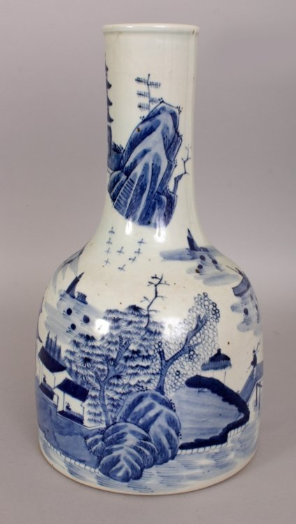 AN UNUSUAL CHINESE BLUE & WHITE PORCELAIN WATER JUG, - 2
