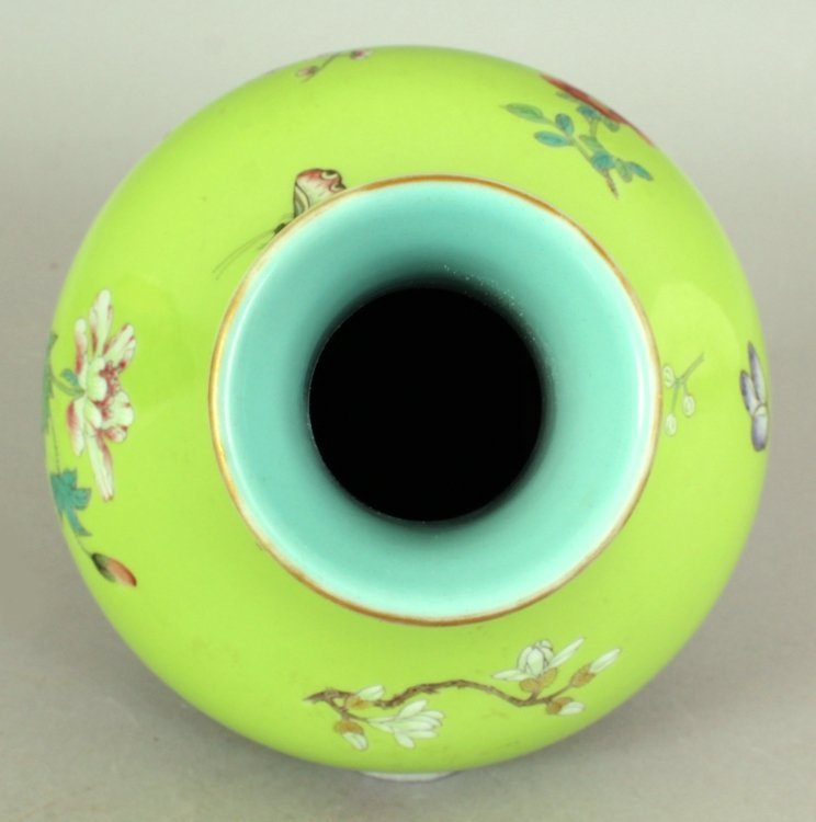 A GOOD QUALITY CHINESE LIME GREEN GROUND FAMILLE ROSE - 5