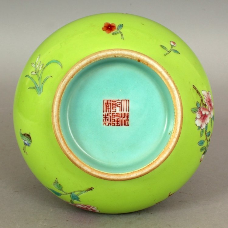 A GOOD QUALITY CHINESE LIME GREEN GROUND FAMILLE ROSE - 6