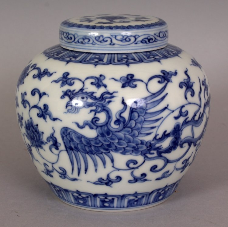 A SMALL CHINESE MING STYLE BLUE & WHITE HEAVEN JAR &