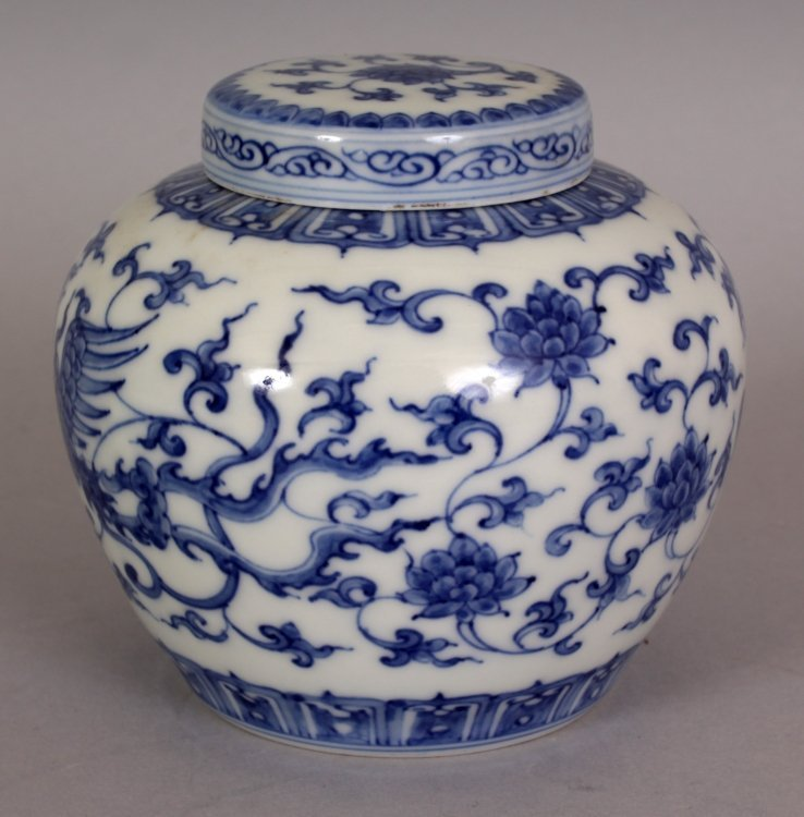 A SMALL CHINESE MING STYLE BLUE & WHITE HEAVEN JAR & - 2