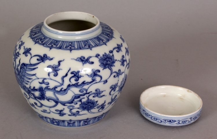 A SMALL CHINESE MING STYLE BLUE & WHITE HEAVEN JAR & - 5