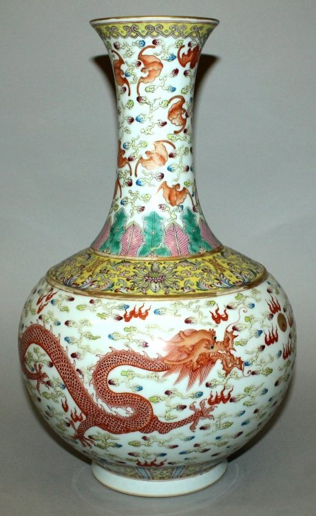 A LARGE CHINESE FAMILLE ROSE DRAGON & PHOENIX BOTTLE - 2