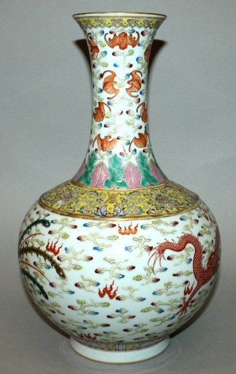 A LARGE CHINESE FAMILLE ROSE DRAGON & PHOENIX BOTTLE - 3