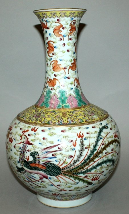 A LARGE CHINESE FAMILLE ROSE DRAGON & PHOENIX BOTTLE - 4