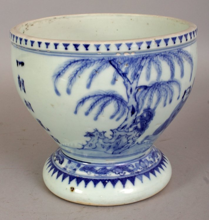 A 19TH/20TH CENTURY CHINESE BLUE & WHITE PORCELAIN - 2