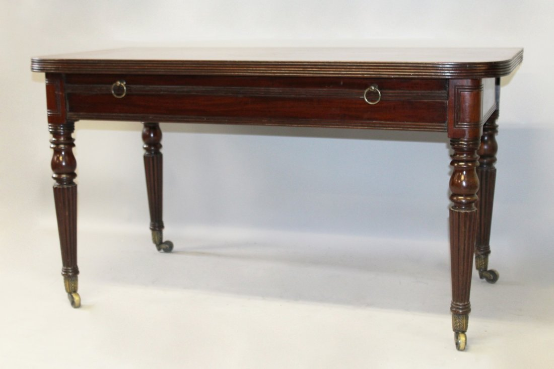 A GOOD 19TH CENTURY MAHOGANY EXTENDING DINING TABLE, in