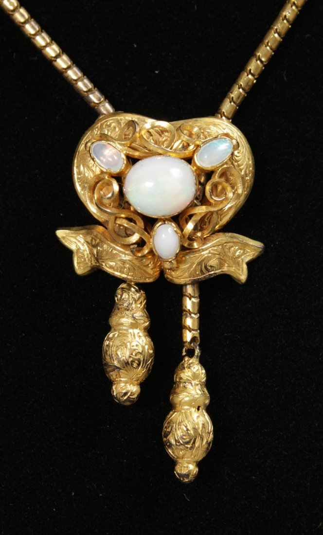 A GOOD VICTORIAN GOLD OPAL SET NECKLACE AND DROP