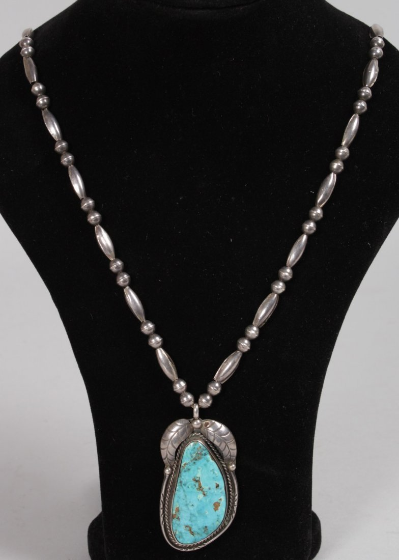 A SILVER AND TURQUOISE PENDANT NECKLACE.
