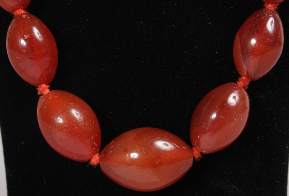 A CARNELIAN NECKLACE. - 2