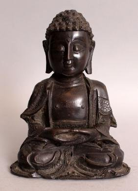 A GOOD 16TH CENTURY CHINESE MING DYNASTY BRONZE FIGURE