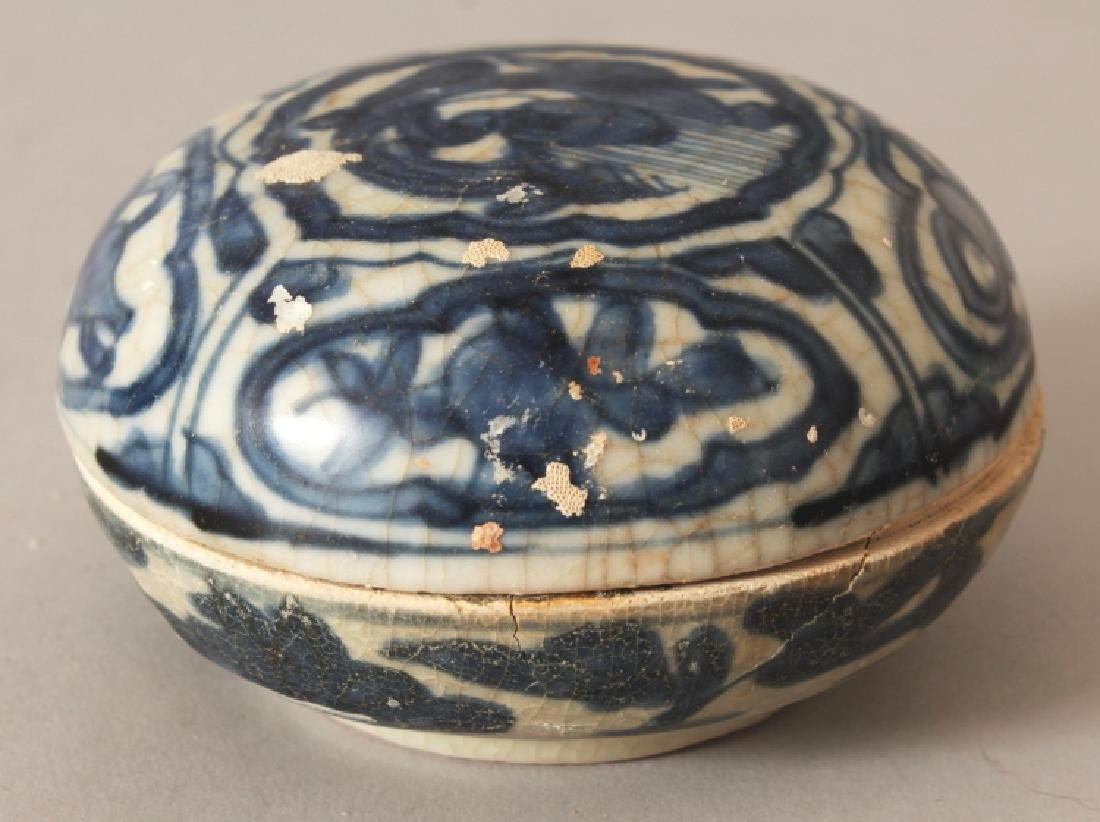 A SIMILAR CHINESE LATE MING DYNASTY WANLI PERIOD BLUE &