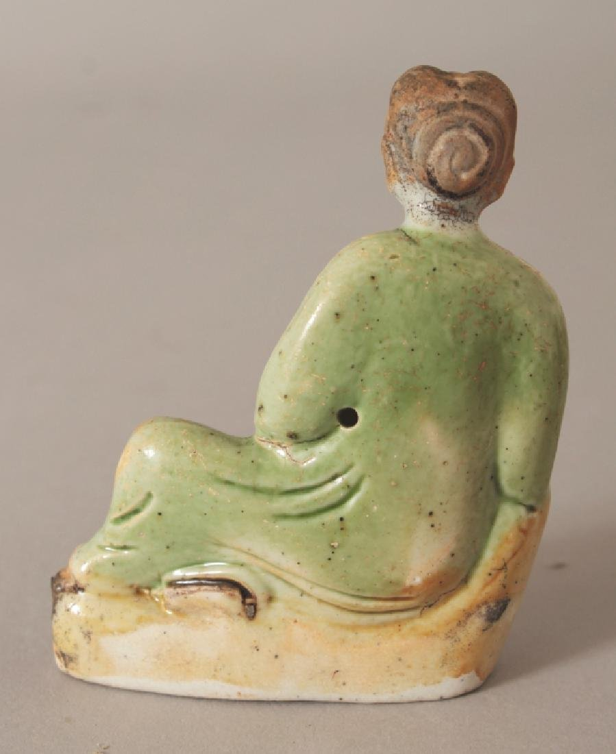 A SMALL CHINESE KANGXI PERIOD SHIPWRECK BISCUIT - 2