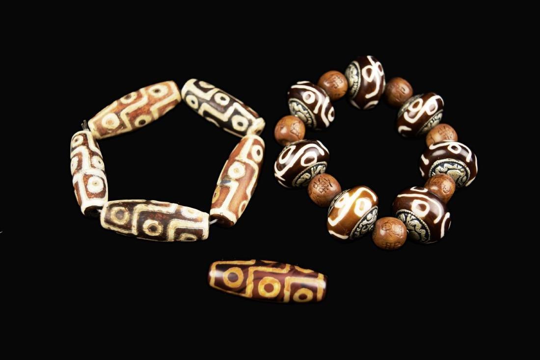 [Chinese] Two Dzi Bead Bracelets and a Dzi Bead