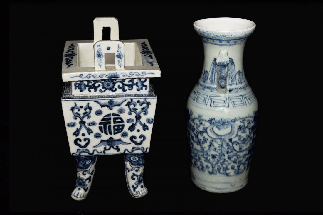 A Republic Era Chinese Blue and White Porcelain Vase - 3