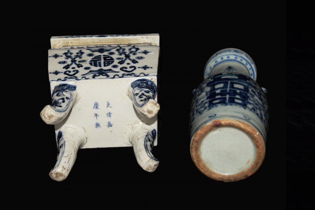 A Republic Era Chinese Blue and White Porcelain Vase - 4