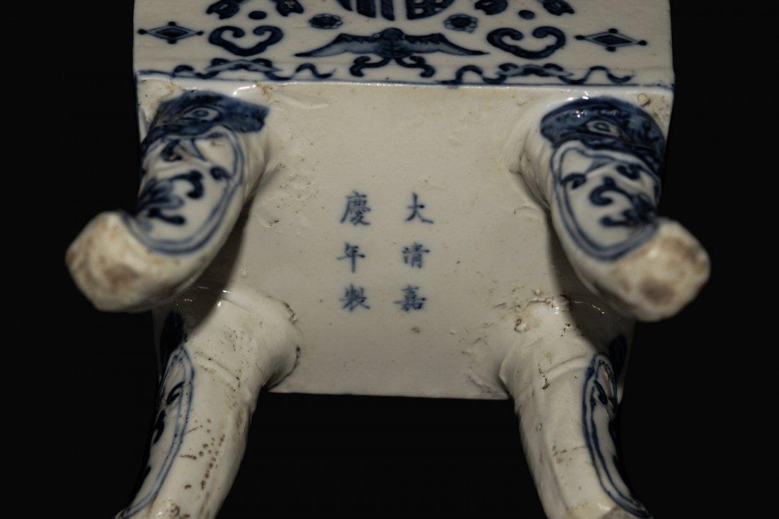 A Republic Era Chinese Blue and White Porcelain Vase - 5