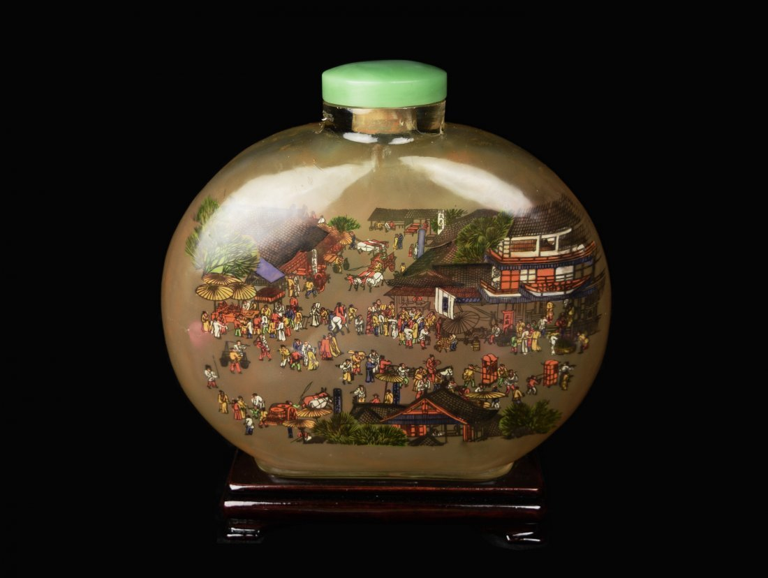 A Large Glass Snuff Bottle Ornament