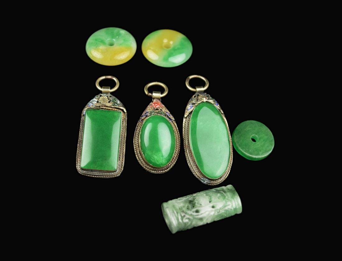 [Chinese] A Set of Old Jadeite Pendants