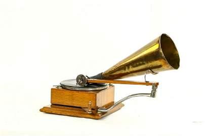 Berliner Ratchet Wind Disc Phonograph