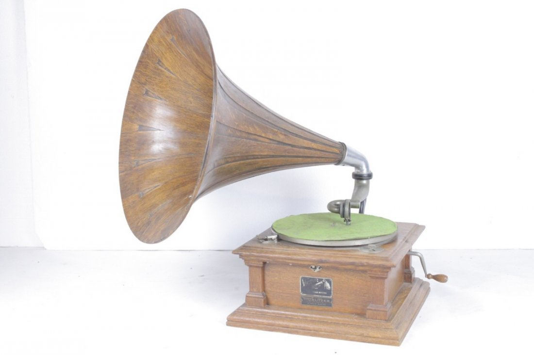 Victor V Disc Phonograph with Oak Spear-Tip Horn