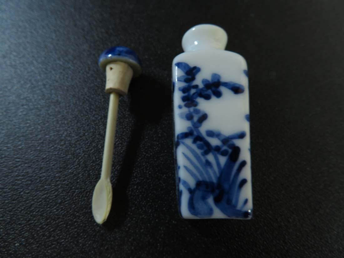 Chinese Snuff Bottle Porcelain Blue Floral w/ Reign - 7