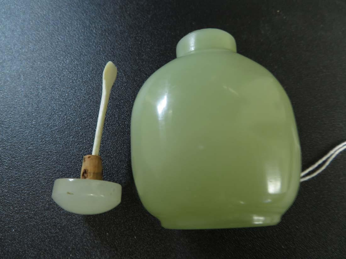 Chinese Snuff Bottle Jade ? - 7