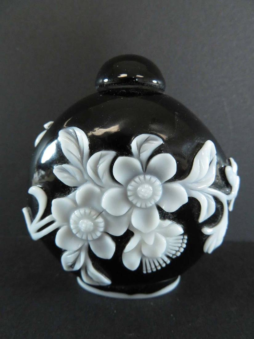 Chinese Snuff Bottle White Overlay Black Glass