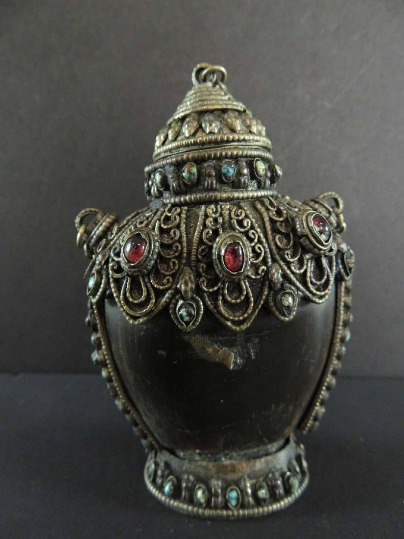 Chinese Snuff Bottle Horn Gilt Silver Bejewelled - 3