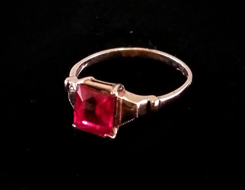 10 K Gold and Synthetic Ruby Ring