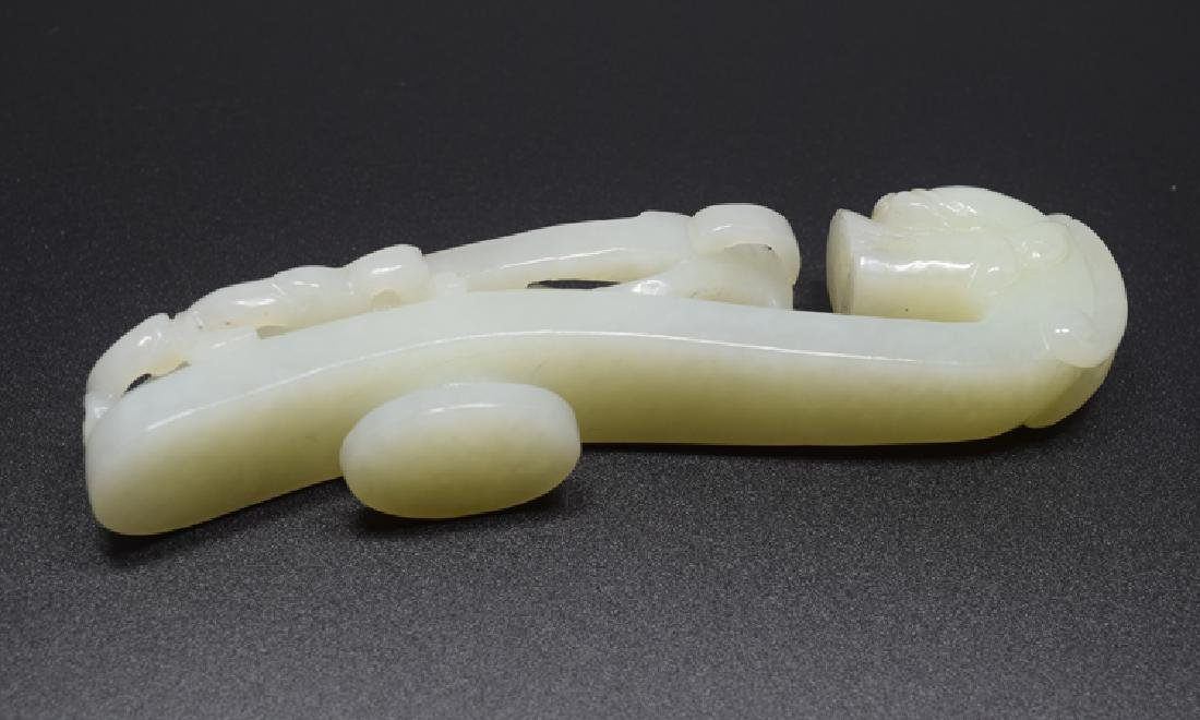 Large Chinese carved white jade dragon shape belt - 3