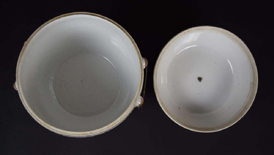 Two Chinese Qing famille rose porcelain pieces - 4