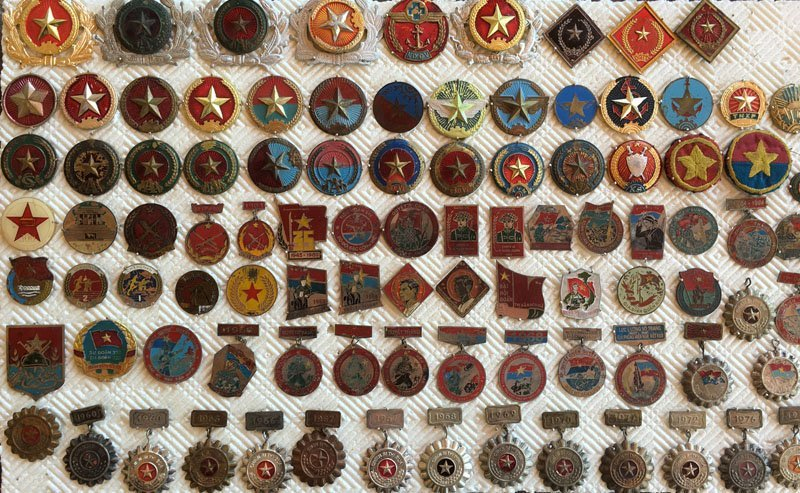 Collectiion of over 90 Asian Military Badge, Medals