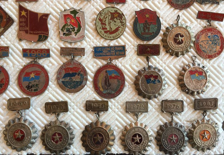 Collectiion of over 90 Asian Military Badge, Medals - 2