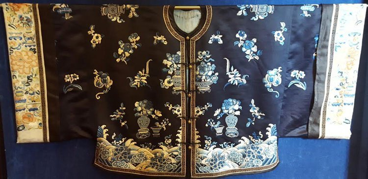 19th C. Chinese Qing Dynasty Silk Embroidery Robe