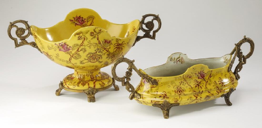 (2) Crackle glaze decorated porcelain compotes