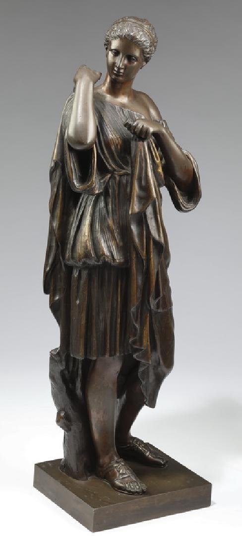 Patinated bronze depicting a Roman servant girl